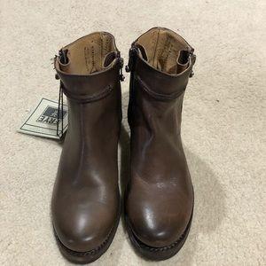 NWOT Women's Frye Boots